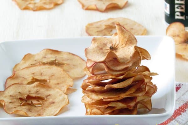 Crispy apple chips with cinnamon twist