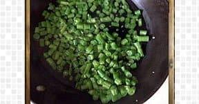 cutting beans for Beans mezhukkupuratti