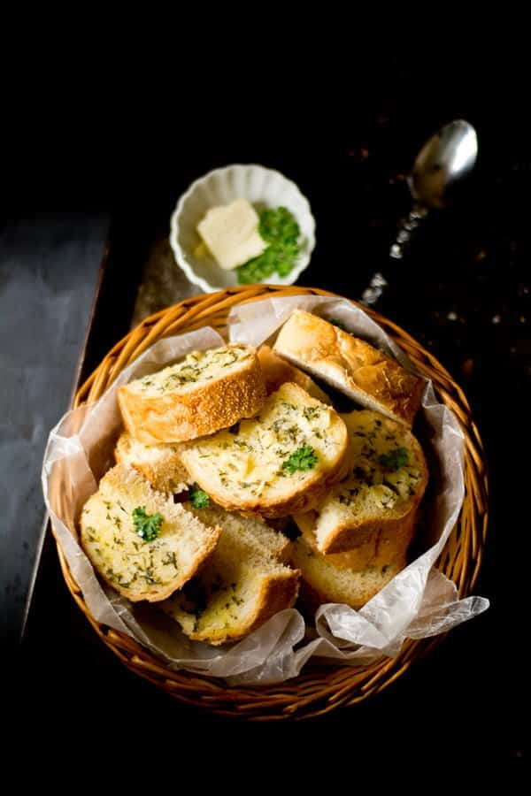 homeamde garlic bread easy recipe