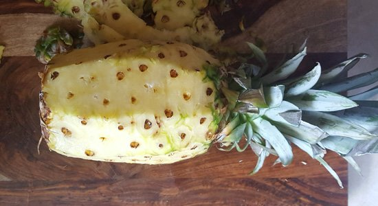 cutting-pineapple-easy-2