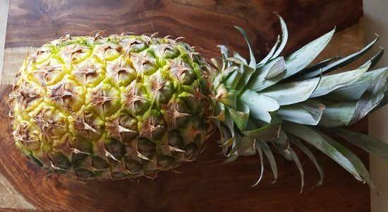 cutting-pineapple-made-easy