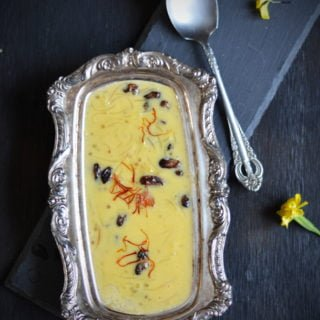 Mango Semiya Payasam, a rich dessert served on festive occasions and marriage feast in Southern India. This payasam recipe yields sweet, mango flavored semi thick kheer. It has a great texture with semolina / semiya. Perfect recipe for making to large gatherings and potlucks. | pepperbowl.com