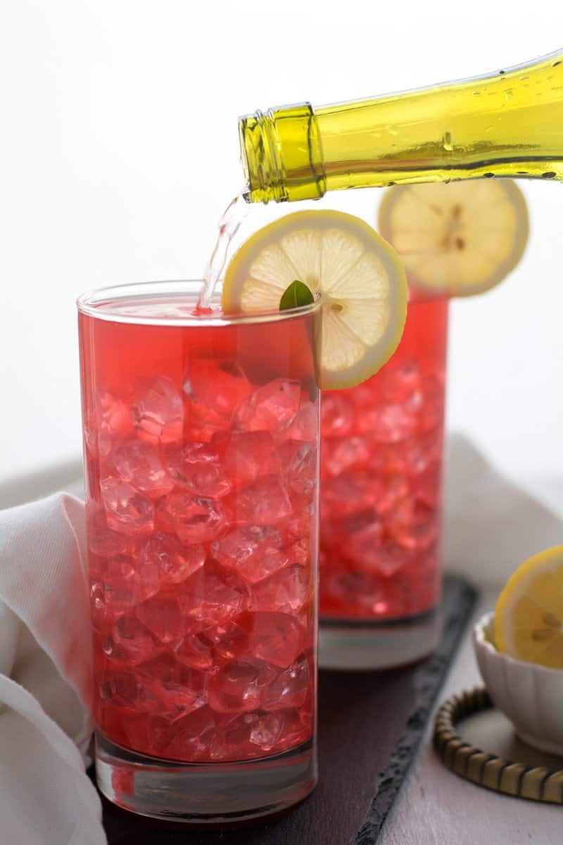 Watermelon lemonade recipe, super simple, great for parties and large gatherings. A very healthy and refreshing drink, made with fresh watermelon and lemon.
