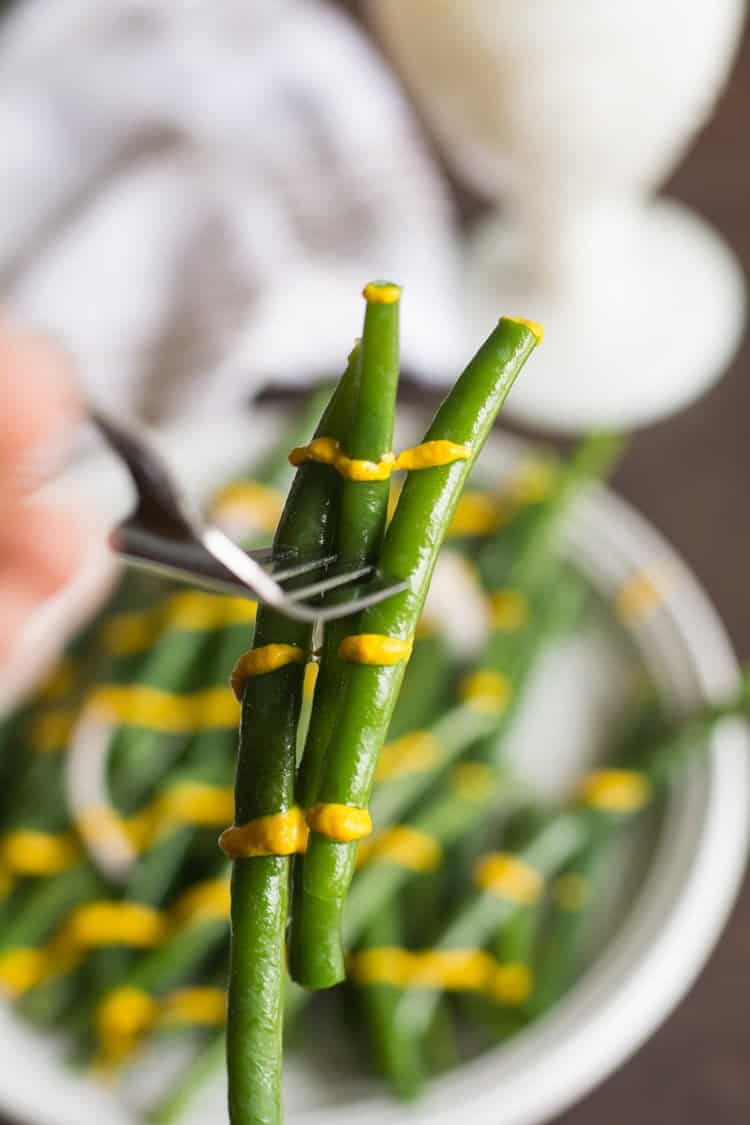 Balsamic Green Bean Recipe, a healthy and fresh side dish, tossed with balsamic vinegar. This is healthy, paleo and whole 30 dish. Steamed green beans are glazed with balsamic, perfect for family and potlucks.