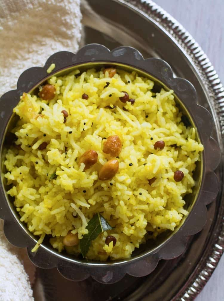 Chitranna Rice Recipe / nimbehannu chitranna is the easy Karnataka's festival recipe perfect for lunchbox. Made with onion, peanuts, lemon juice, turmeric powder, onion, curry leaves.