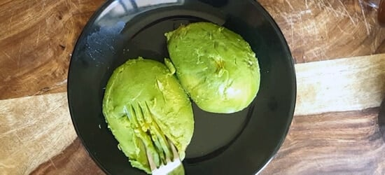 Cut open Avocado, remove the pit. Place them on the plate.