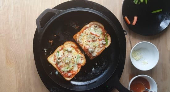 Bread pizza-step-3