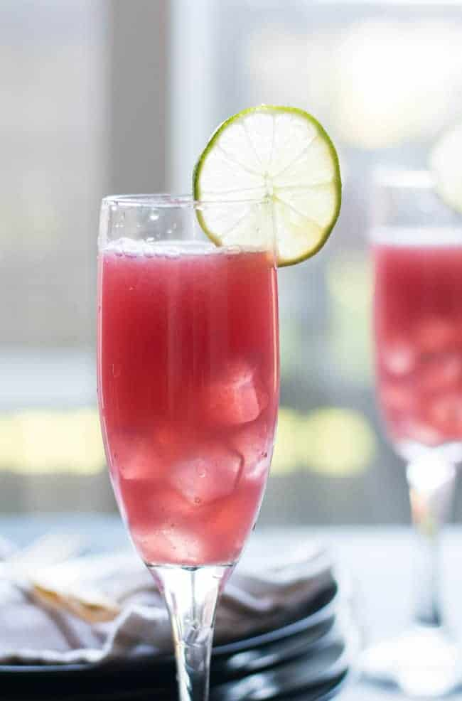 nonalcoholic pomegranate punch recipe is an easy and healthy recipe. Perfect to serve for parties and for the whole family.