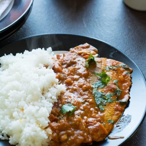 Easy Indian salmon curry recipe made spicy with chili powder, tomatoes, and onion. This is an easy weeknight meal that it can be made in under 30 minutes.