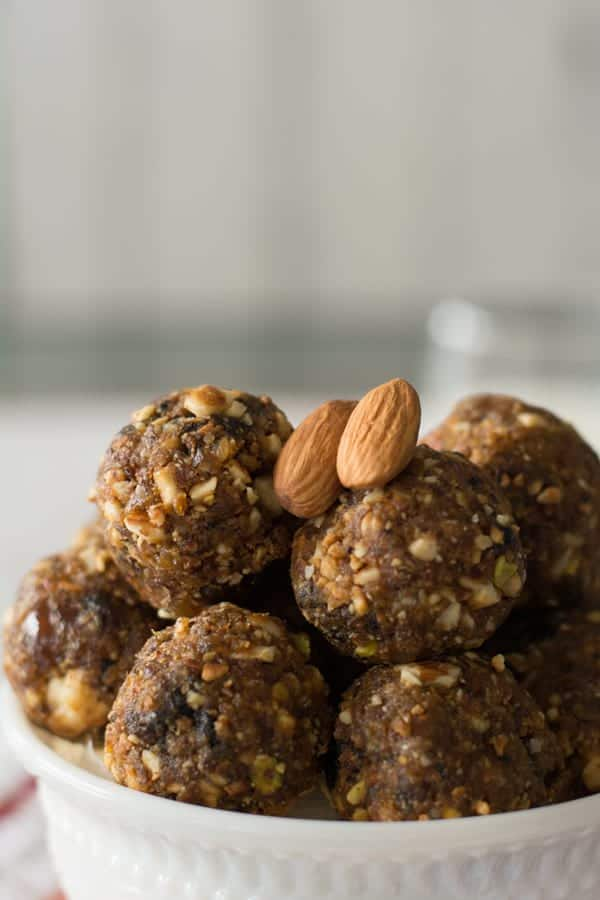 Dry fruit laddu is one of the amazing recipe to boost the energy with the nature. It is an high energy snack best for mid day snack or evening snack. It's amazing to eat right after your gym workouts and exercises.