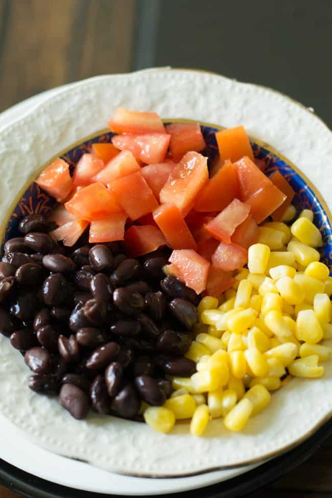 How does this black bean avocado salad taste like? If you have tasted Chipotle burrito before, you could definitely feel its bright flavors.  It smells tastes something similar to the salad of Chipotle.