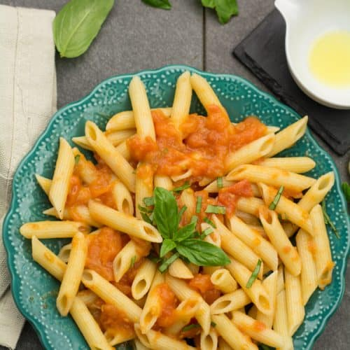 Penne pomodoro pasta recipe, vegan, dairy-free comfort food for weeknight dinners. Made with fresh tomatoes, basil and olive oil.