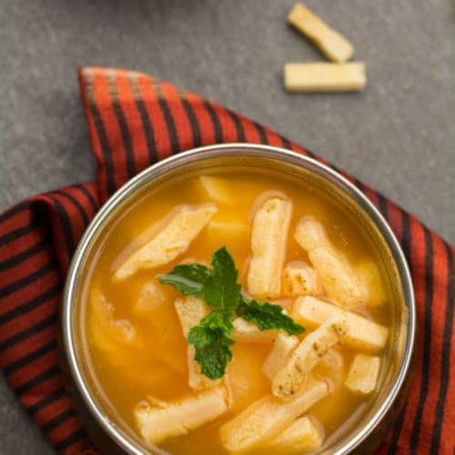 If you want a soup that fills your stomach without leaving you heavy, you should definitely try this Clear tomato soup recipe. A light, mild, heartwarming soup to serve as a side. Like to add up, It tastes excellent with the hint of mint's aroma.