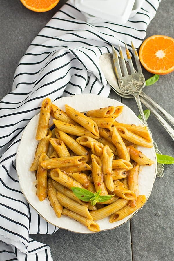 Spicy penne pasta recipe-super quick, easy and the most straight forward recipe that never fails. Al dente Penne pasta drenched in the marinara sauce with the Italian herbs. A complete healthy Italian dinner is ready within minutes.