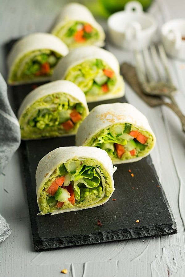 This hummus wrap pinwheels, a comforting dish with the bundles of natural flavors and tastes with crunchy vegetables and buttery chickpea.