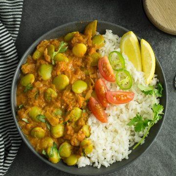 This simple and delicious lima bean Curry easy to make under 20 minutes. proceed with caution this Indian style Curry can turn into a most favorite dish for the whole family.