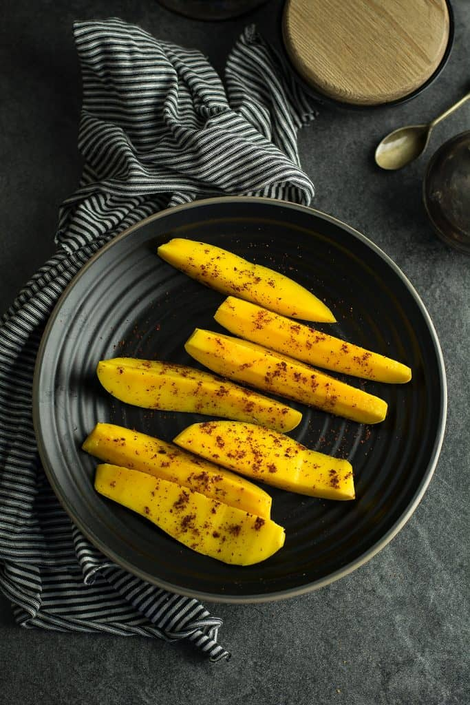 The simple recipe like this fresh and spicy mango chili does not require any kitchen skills.
