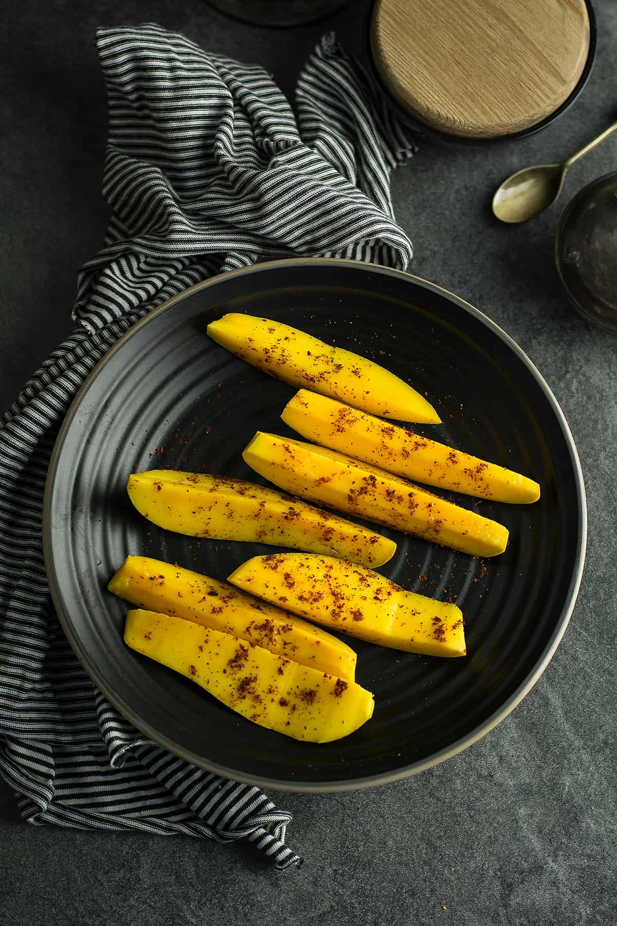 The simple recipe like this mango with chili powder does not require any kitchen skills. But gives you immense pleasure with its taste and flavor.