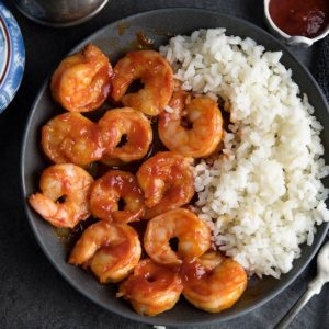 This honey Sriracha shrimp is made under 15 minutes, with 5 ingredients. Plus, this hot and sweet shrimp is a crowd pleaser recipe as well.