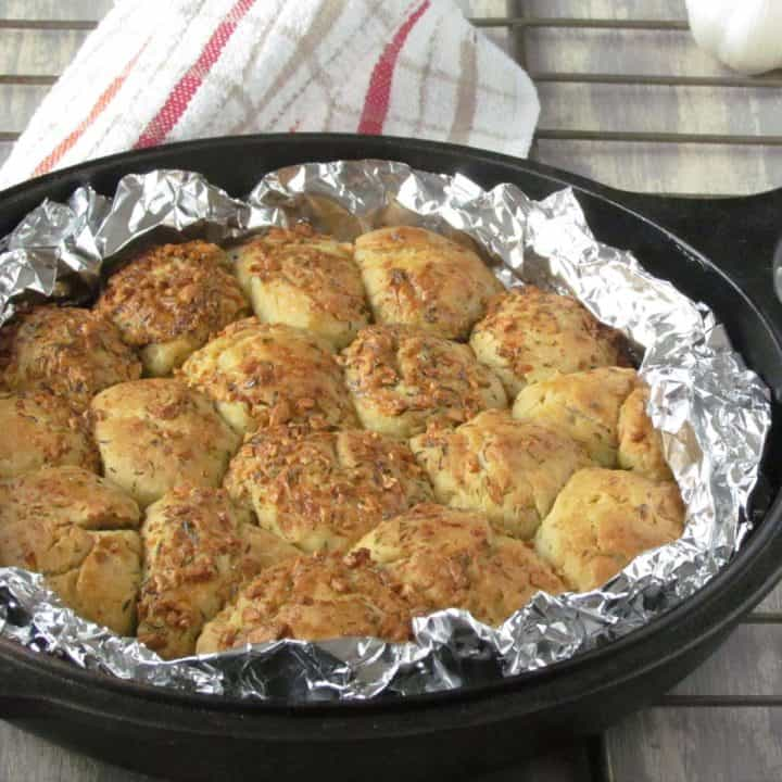 Garlic and herb pull apart bread, is delectable with easy to follow steps!