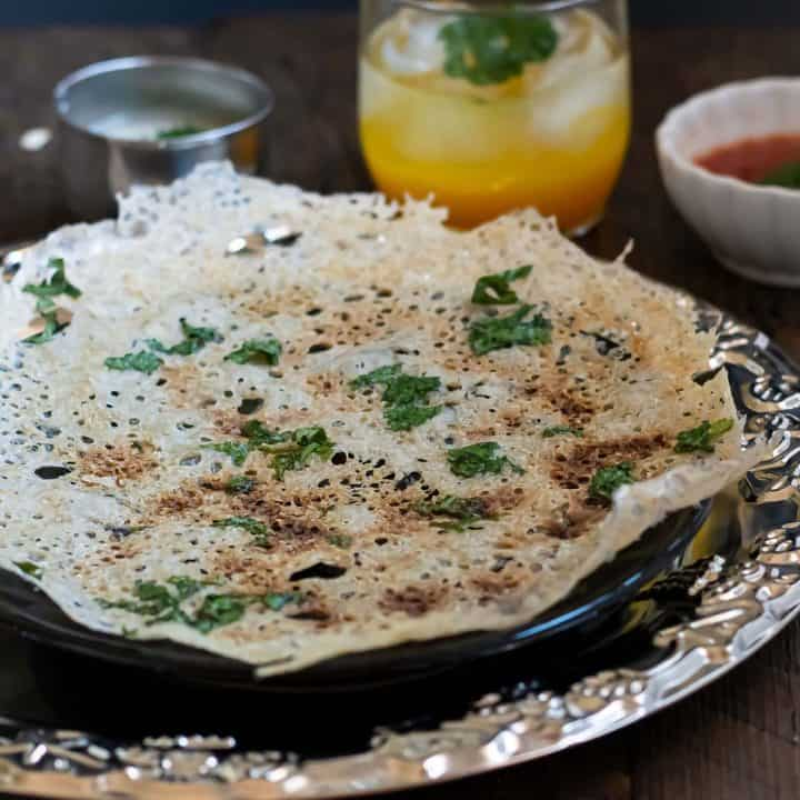 Instant and quick oats dosa, served with chutney!