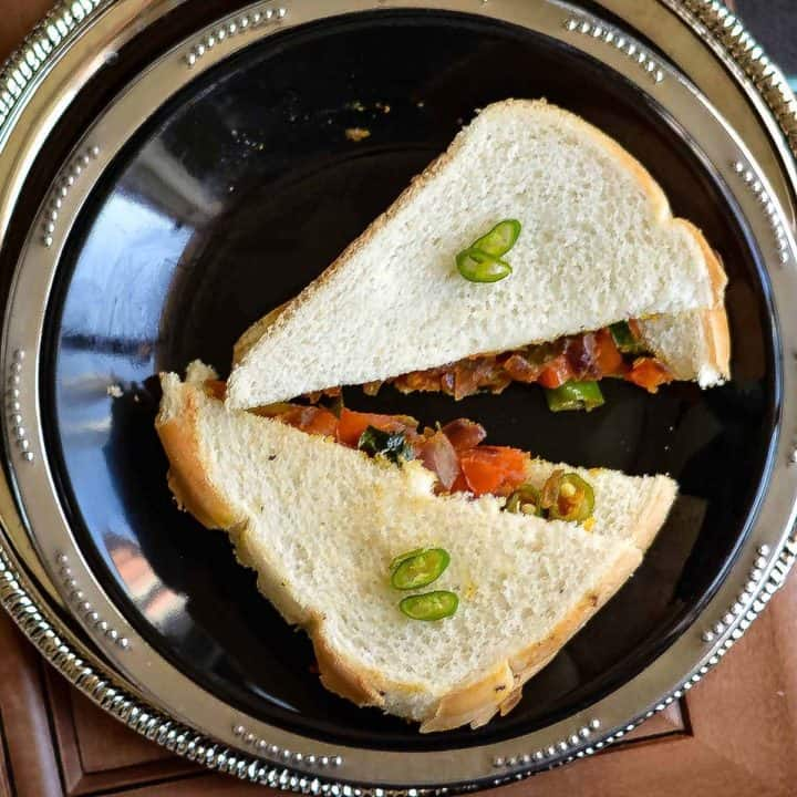 masala bread sandwich served with spicy chili as topping.