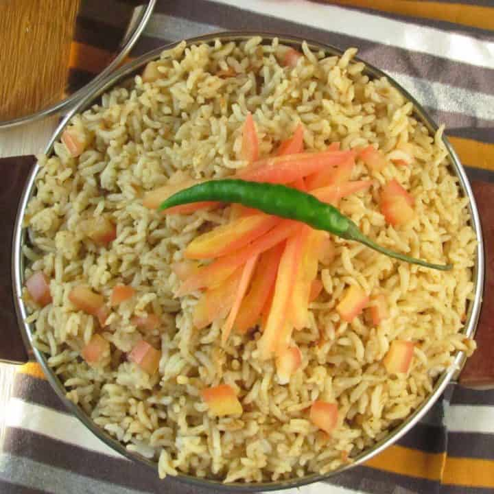 tomato rice made in South Indian spices, spicy and rich!