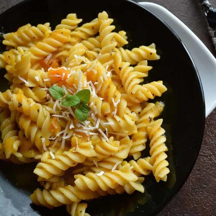 Vegan pumpkin pasta sauce, quick and easy!